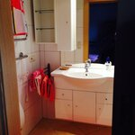 Photo of triple room with shower, WC