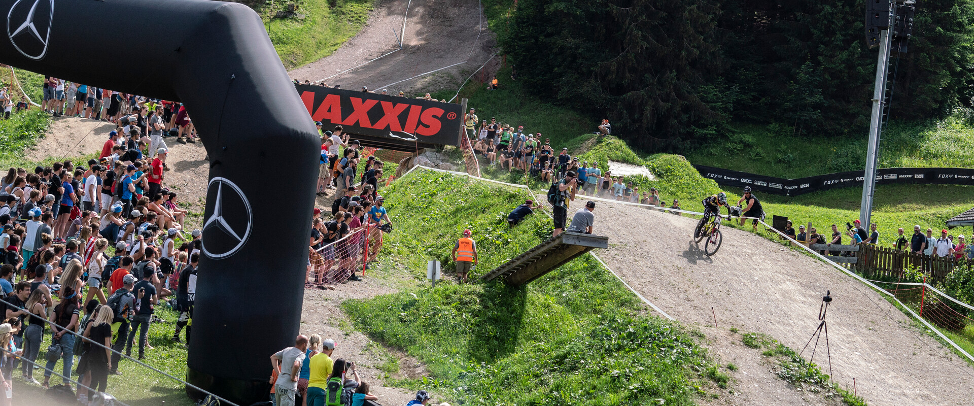 461194dc25e The World's Downhill Elite is getting ready to tackle the Mercedes-Benz UCI  Downhill Mountain Bike World Cup in Saalfelden Leogang