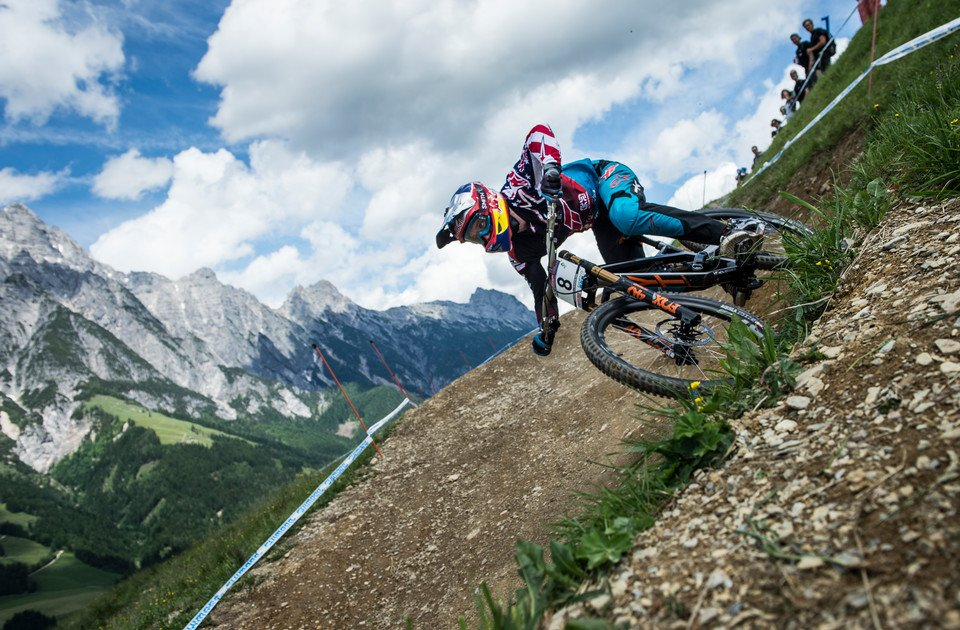 Aaron Gwin beim UCI Mountainbike Downhill Weltcup 2017 | © Stefan Voitl